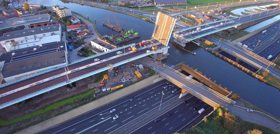 A12 Parallelstructuur - mostem i tunelem przez kanał