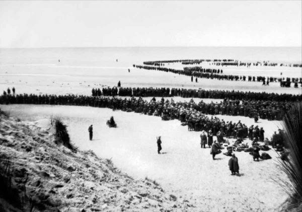 Brytyjscy żołnierze na plażach Dunkierki