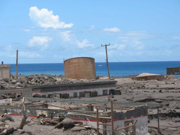 Dawna stolica wyspy Montserrat - Plymouth - zdjęcia z 2006 roku (fot. Nick Brooks)