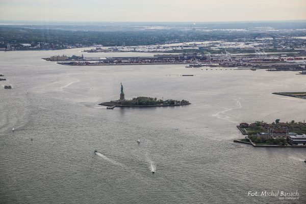 Liberty Island - widok z One World Trade Center (fot. Michał Banach)