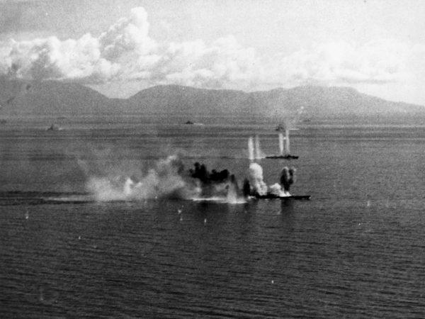 Musashi podczas ataków amerykańskiego lotnictwa