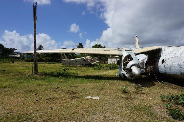 Wrak An-2 i An-26 na lotnisku Pearls