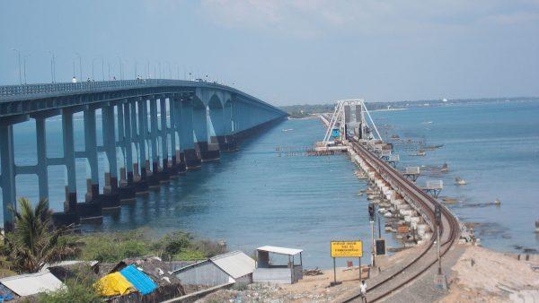 Pamban Bridge - widok na most kolejowy i drogowy (fot. Rudolph.A.furtado)