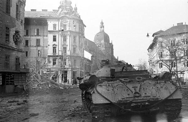 IS-3 zniszczony w Budapeszcie w 1956 roku