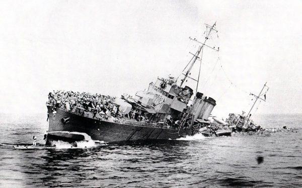 Jeden z zatopionych w trakcie walk niszczycieli