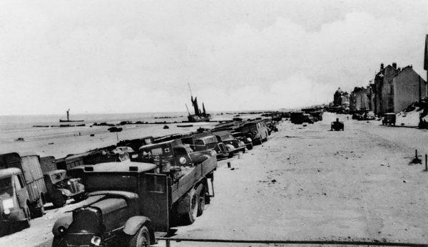 Pojazdy porzucone przy plaży
