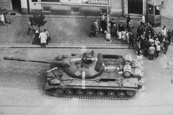 T-10 podczas interwencji w Czechosłowacji w 1968 roku