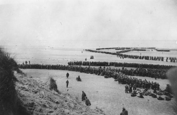 Żołnierze na plażach Dunkierki