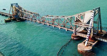 Pamban Bridge - nietypowy most kolejowy w Indiach