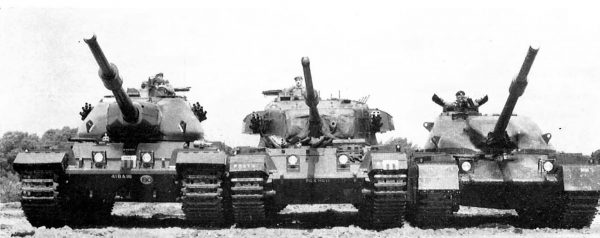 Ciekawe zdjęcie przedstawiające czołg ciężki FV 214 Conqueror (po lewej), A41 Centurion Mk 7 (w środku) i FV 4201 Chieftain (po prawej)