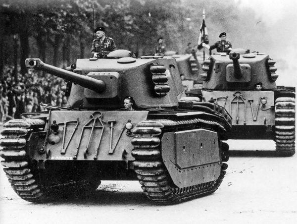 ARL-44 podczas defilady w Paryżu