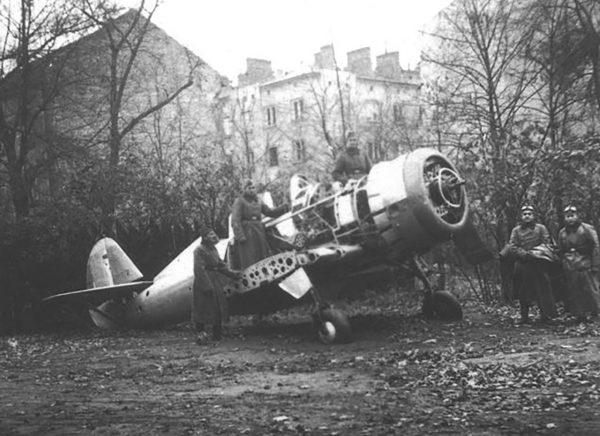 Wrak jednego z prototypów PZL.50 Jastrząb w Warszawie