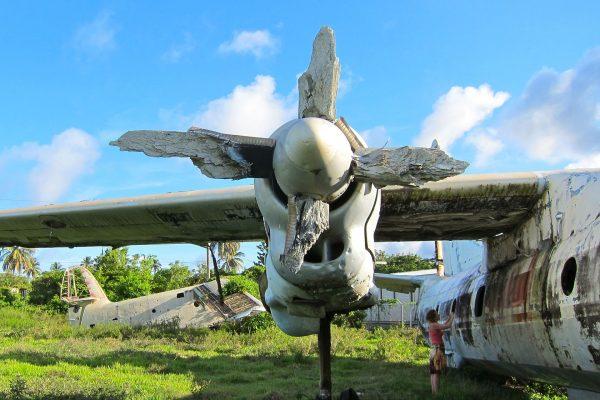 Wrak An-26 na lotnisku Pearls