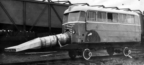 Pojazd do odśnieżania torów z karoserią autobusu Ikarus 60