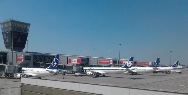 Lotnisko Chopina w Warszawie (fot. Brandmeister/wikipedia.org)