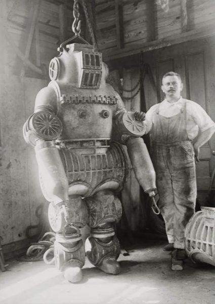 Chester E. MacDuffee i jego skafander atmosferyczny