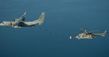 Próby latającej cysterny C295W - tankowanie śmigłowca - film