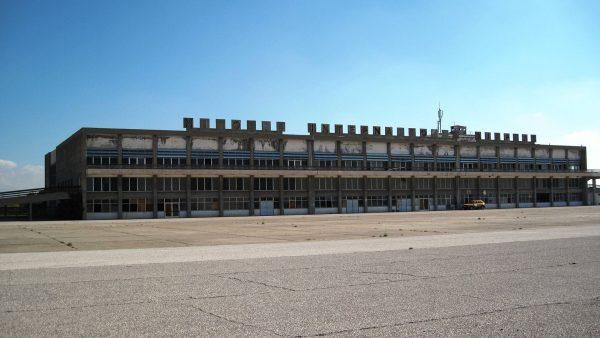 Nicosia International Airport (fot. Dickelbers/Wikimedia Commons)