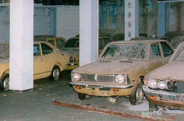 Samochody pozostawione w jednym z garaży podziemnych w Worosi (fot. Paul M.M. Cooper)