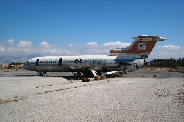 Hawker-Siddeley Trident pozostawiony na płycie lotniska (fot. Dickelbers/Wikimedia Commons)