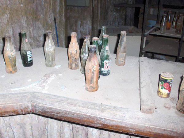 Butelki z napojami w jednym z klubów w Worosi