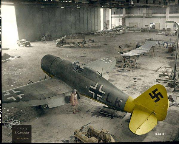 Przejęty przez Niemców P-47D w hangarze w Getyndze (fot. US Army/Rui Manuel Candeias)