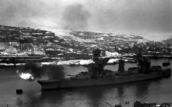 Jeden z pancerników typu Gangut w okolicach Leningradu