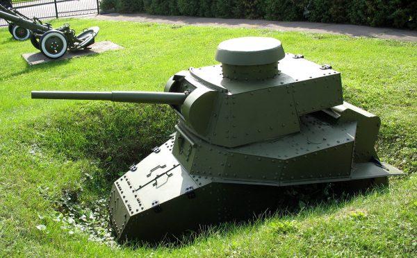 MS-1 (T-18) z działem kalibru 45 mm i bez podwozia w jednym z muzeów w Rosji