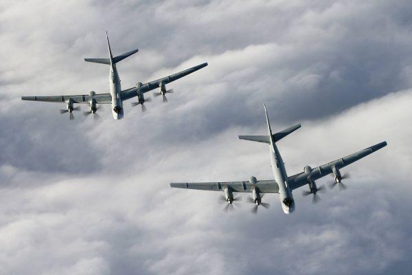 Dwa Tu-142