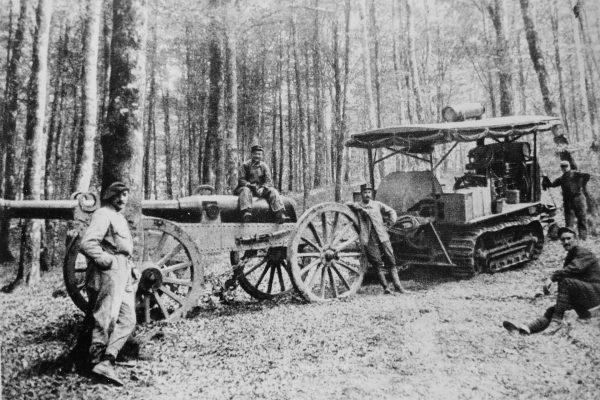 Ciągnik artyleryjski z podwoziem gąsienicowym