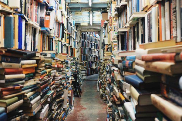 Zakończenie wojny cenowej między największymi księgarniami niekoniecznie przełoży się na lepszą dostępność książek na rynku