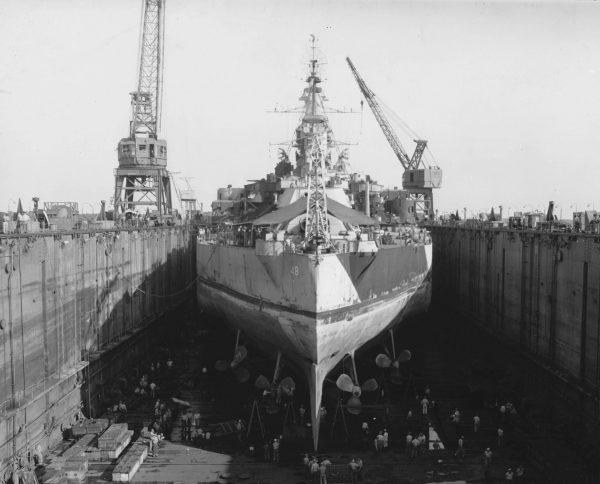 Pancernik USS West Wirginia w doku ABSD-1