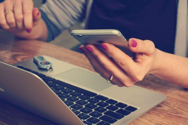 Choć bankowość elektroniczna jest dziś faktem, to pamiętaj, że w przypadku aplikacji mobilnych sytuacja wygląda różnie. Lepiej się upewnić, że bank daje tą możliwość.