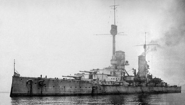 Niemiecki pancernik typu König - SMS Kronprinz, sfotografowany po wojnie w Scapa Flow