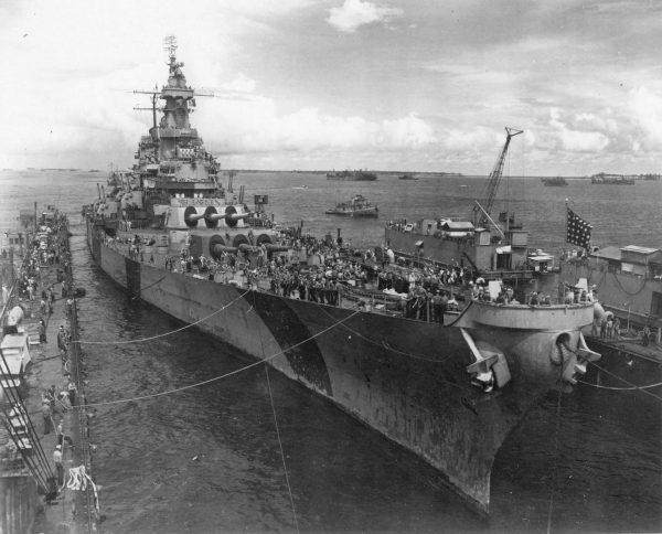 Pancernik USS Iowa w doku ABSD-2