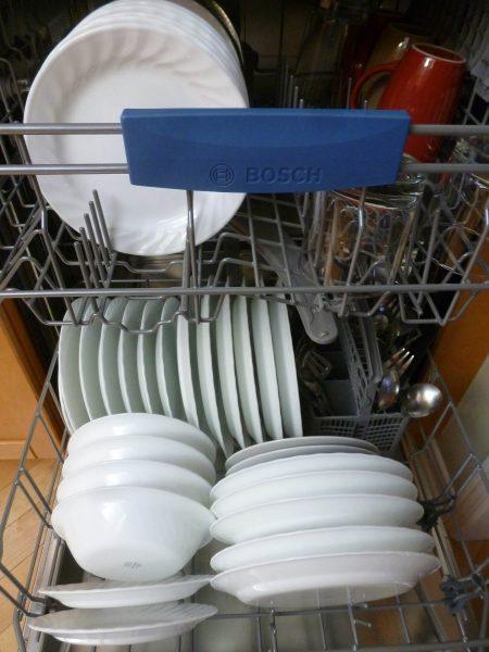 Od tego jak ułożymy naczynia w zmywarce zależy czy wszystko dobrze się umyje (fot. pixabay.com)