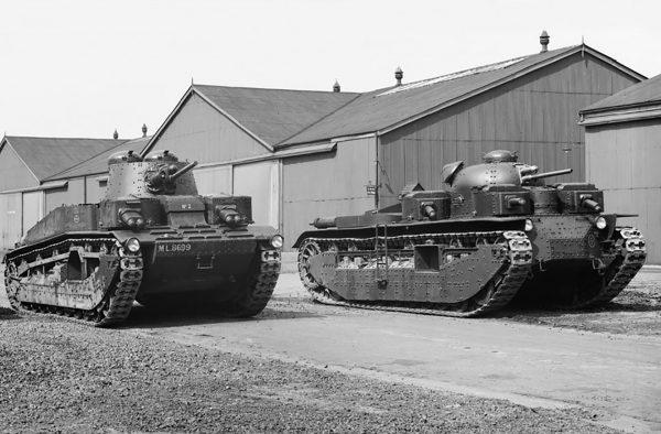 A1E1 Independent (po prawej) i Medium Mark III (po lewej)