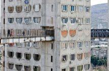 Nietypowe bloki w Tbilisi w Gruzji - zdjęcia