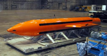 "Bomba GBU-43/B MOAB ""Mother of All Bombs"""