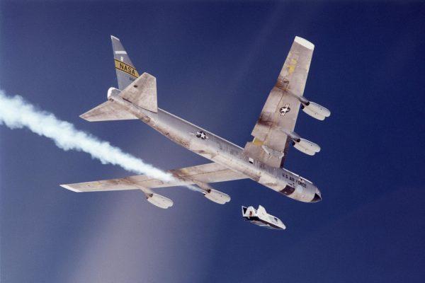 B-52 podczas prób X-38