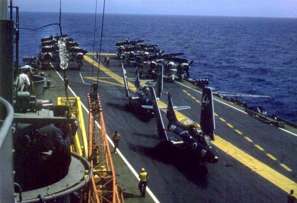 Grumman S2F-1 (S-2A) Tracker i F9F Panther na pokładzie ARA Independencia