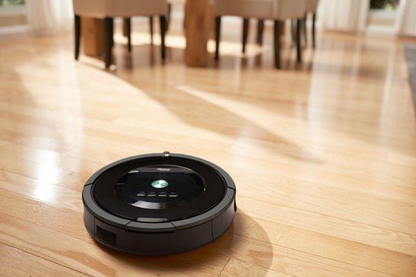 Najtańsze i najprostsze roboty odkurzające najlepiej radzą sobie na płaskich i gładkich powierzchniach.