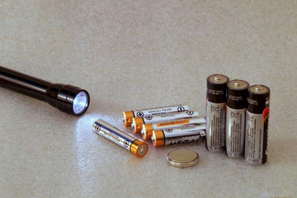Moc światła LED wyrażana w watach nie określa ilości światła, ale pobór prądu generowany przez diody i układa zasilania