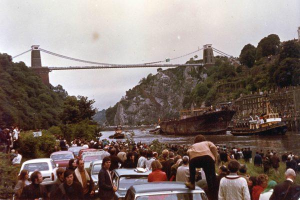 SS Great Britain na rzece Avon przepływa pod mostem Clifton Suspension Bridge, zaprojektowanym również przez Isambarda Brunela