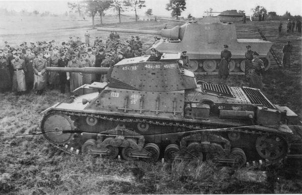 P26/40 (w tle makieta Jagdtigera) podczas prezentacji w Niemczech