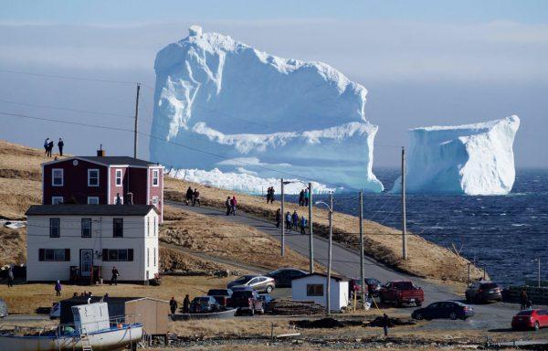 Góra lodowa niedaleko Ferryland w Nowej Fundlandii (fot. Simon Ricketts)
