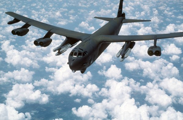 B-52G Stratofortress z podwieszonymi pociskami AGM-86B