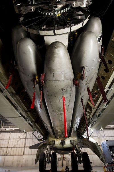 Rewolwerowy wyrzutnik pocisków AGM-86 w komorze bombowej B-52