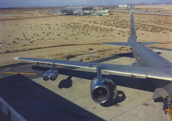 B-52 podczas testów silnika General Electric CF6-50