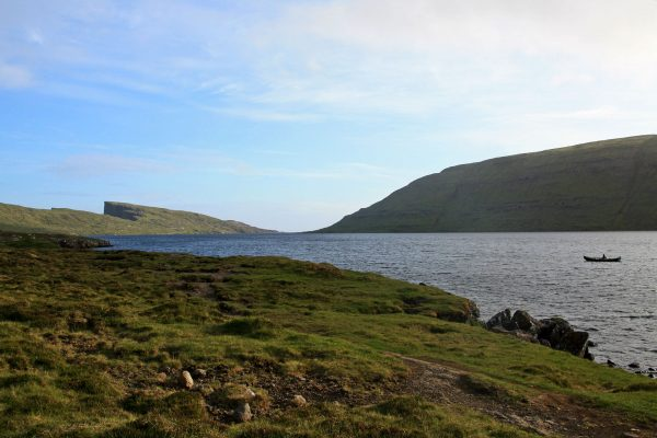 Jezioro Sørvágsvatn (fot. David Gorla/Wikimedia Commons)